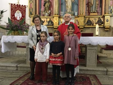 La Cofradía Madre del Amor Hermoso celebró este sábado la imposición de medallas a las nuevas cofrades