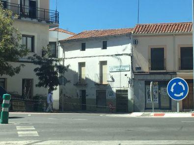 El Ayuntamiento pretende mejorar la entrada al Barrio de las Eritas por la Avenida Sierra de Gata