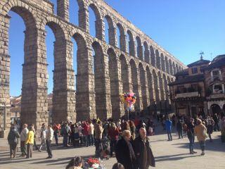 110 personas se van a Segovia en una excursión organizada por el Barrio de Moscoso