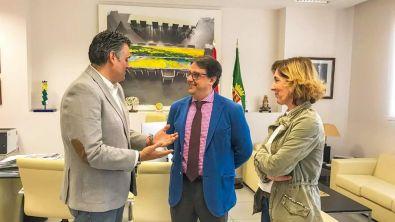 El Alcalde firma un acuerdo con la Consejería de Sanidad y el SEPAD para finalizar el Centro de Día