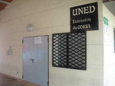 La elegancia de la extensión de la UNED en Coria